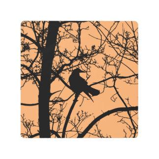 Arte metalizado de la pared del cuervo solitario