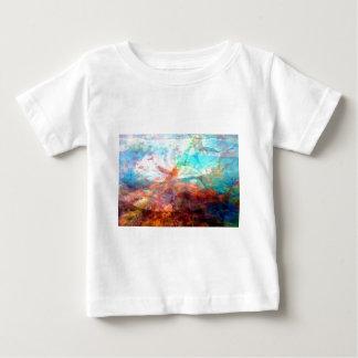 Arte subacuático inspirador hermoso de la escena camiseta de bebé