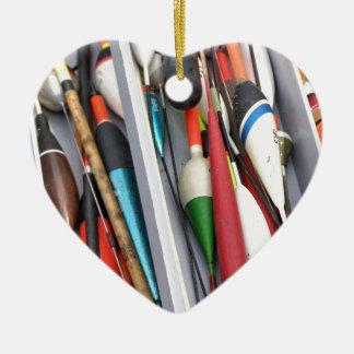 Artes de pesca adorno navideño de cerámica en forma de corazón