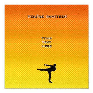 Artes marciales amarillo-naranja invitación 13,3 cm x 13,3cm