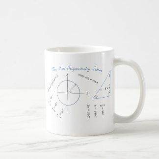 Artículo de la trigonometría del estudiante de pri taza de café