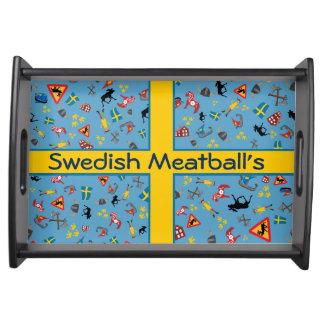 Artículos suecos de la cultura con la bandera bandejas
