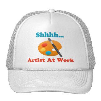 Artista de Shhhh en el pintor del trabajo Gorras