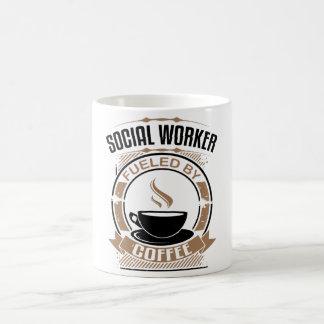 Asistente social aprovisionado de combustible por taza de café