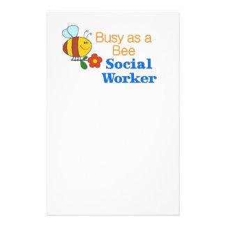 Asistente social de la abeja ocupada tarjeta publicitaria