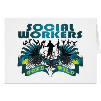 Asistentes sociales idos salvajes tarjeta de felicitación