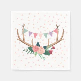 Astas color de rosa y el cumpleaños del chica del servilleta desechable