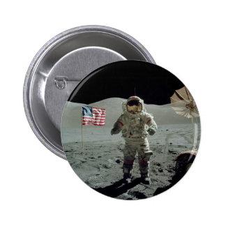 Astronauta de Apolo 17 en el valle de Littrow del  Pin