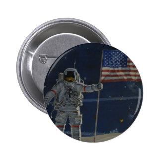 Astronauta en la luna con la bandera americana pin