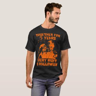 Asustadizo casado por 5 años de camiseta divertida