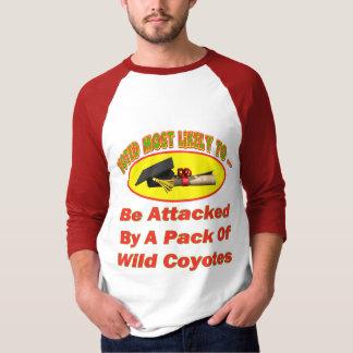 Atacado por los coyotes camiseta
