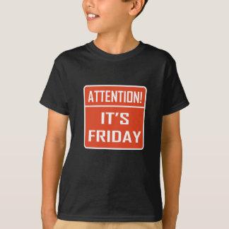 Atención es viernes camiseta