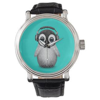 Auriculares que llevan de DJ del pingüino lindo Reloj De Pulsera