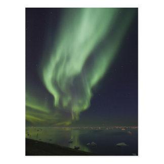 Aurora Borealis reflejado en el Océano ártico Postal