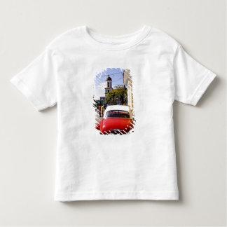 Auto americano clásico viejo en Guanabacoa una Camisetas
