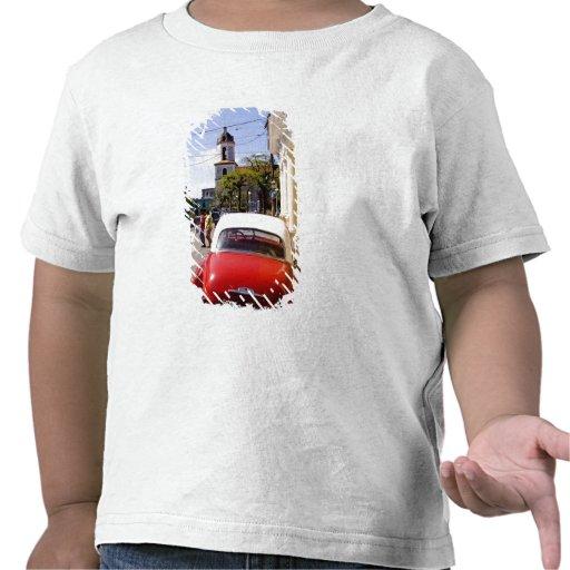 Auto americano clásico viejo en Guanabacoa una ciu Camiseta
