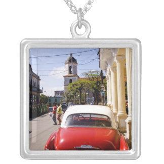 Auto americano clásico viejo en Guanabacoa una ciu Joyerías