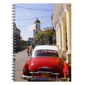 Auto americano clásico viejo en Guanabacoa una ciu Libro De Apuntes