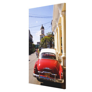 Auto americano clásico viejo en Guanabacoa una ciu Lona Envuelta Para Galerias