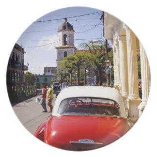 Auto americano clásico viejo en Guanabacoa una ciu Platos