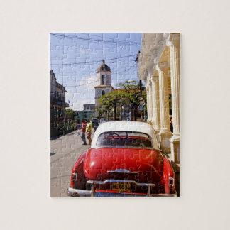 Auto americano clásico viejo en Guanabacoa una ciu Rompecabezas Con Fotos