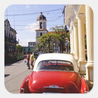 Auto americano clásico viejo en Guanabacoa una Pegatina Cuadrada