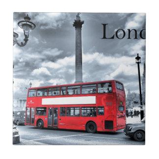 AUTOBÚS de LONDRES en negro y el blanco (St.K) Azulejo De Cerámica