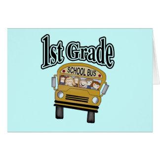 Autobús escolar con las 1ras camisetas y regalos d tarjeta