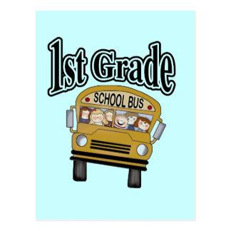 Autobús escolar con las 1ras camisetas y regalos postal
