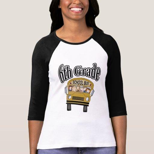 Autobús escolar con las 6tas camisetas y regalos d
