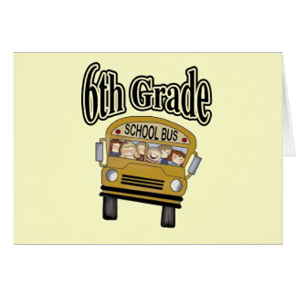 Autobús escolar con las 6tas camisetas y regalos d tarjetón