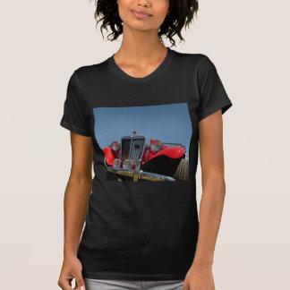 Automóvil descubierto rojo clásico camisetas