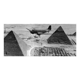 Aviones de transporte de WWII que vuelan sobre las