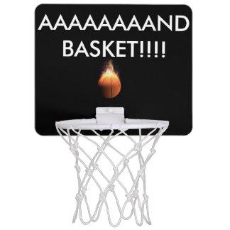 ayuda a hacer una cesta. mini tablero de baloncesto