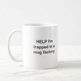 Ayuda me atrapan en una fábrica de la taza