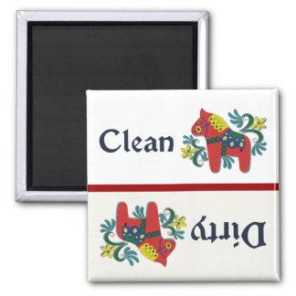 Ayudante del lavaplatos del caballo de Dala Imanes