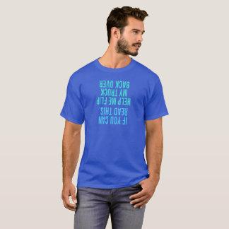 Ayúdeme a mover de un tirón mi parte posterior del camiseta
