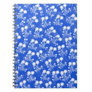 Azul con las flores blancas libros de apuntes