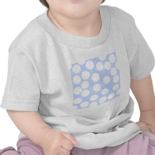 Azul de cielo con los puntos blancos grandes. camiseta