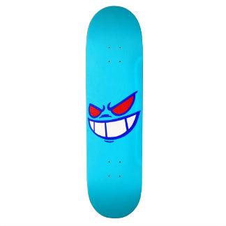 Azul de la marca de Smile™ y monopatín fantasmas