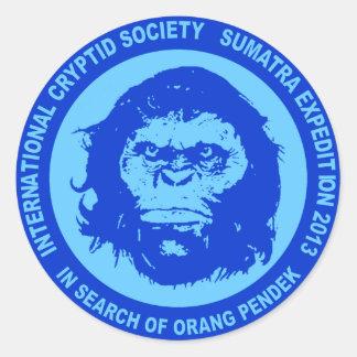 Azul EN BUSCA de ORANG PENDEK - Sumatra Bigfoot Pegatina Redonda