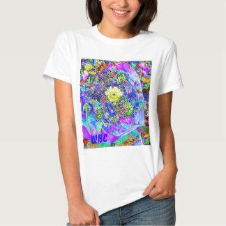 Azul fluorescente, lavanda y adorno floral camisetas