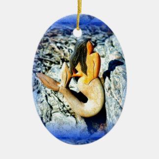 azul negro-haired de la sirena adorno navideño ovalado de cerámica