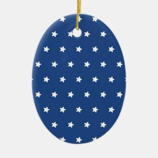 Azul patriótico y el blanco protagoniza la adorno ovalado de cerámica