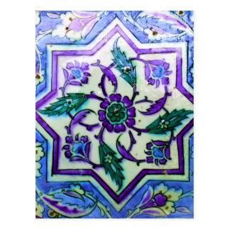 Azul y blanco con indirectas de la teja púrpura de postal