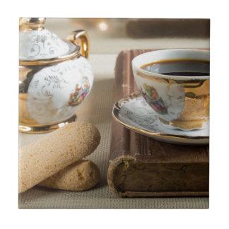 Azulejo Café express de la mañana y savoiardi de las