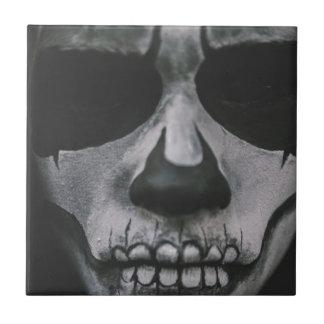 Azulejo Cara asustadiza negra y blanca…