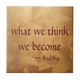 Azulejo Cita de Buda; Qué pensamos nos convertimos