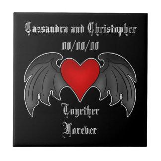 Azulejo Corazón con alas gótico junto para siempre