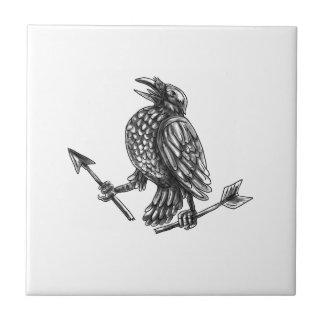 Azulejo Cuervo que agarra el tatuaje roto de la flecha